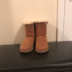 Ladies double bow Ugg boots